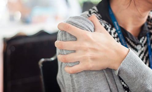 Apunkt akupunktur mod frossen skulder